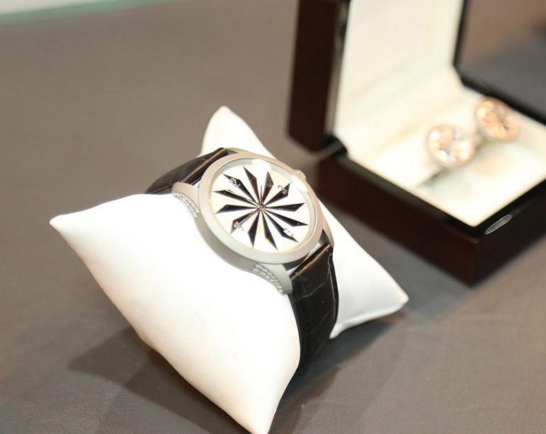 watch Fashion-Exhibition